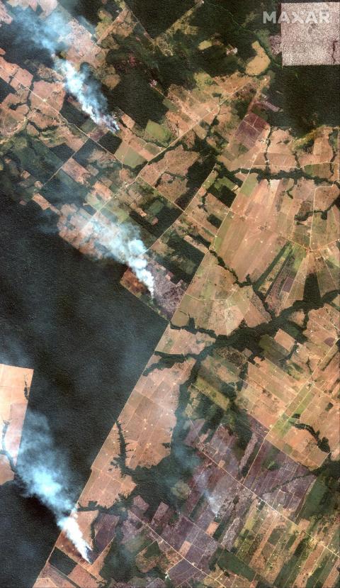 Captura de imágenes satelitales de tres incendios en el Amazonas al suroeste de Port Velho, Brasil, el 15 de agosto de 2019.
