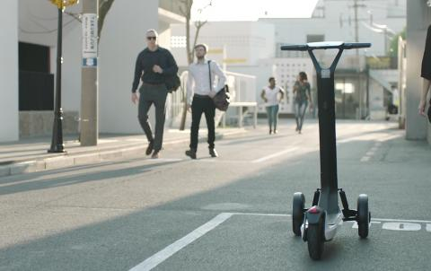 Segway presenta un patinete eléctrico autónomo que vuelve solo a la estación de recarga
