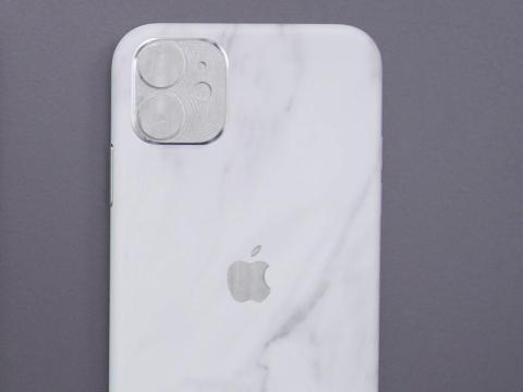 Un prototipo del iPhone 11 estándar, con solo dos cámaras traseras.