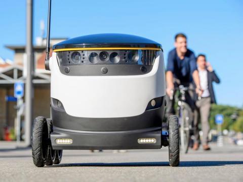 Los robots autónomos están equipados con cámaras y sirenas