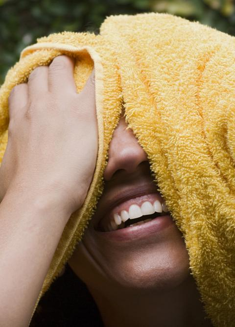 Te frotas con la toalla al salir de la ducha o el baño