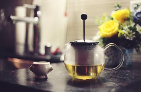tetera con té, infusiones
