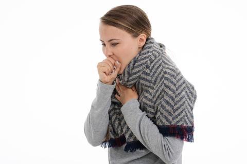 Tose cuando te pongan una vacuna o inyección: