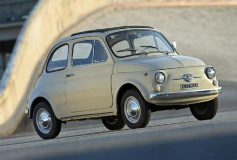 Un Fiat 500 clásico de los 50.
