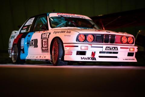 Un BMW E30 M3 DTM en una exhibición.