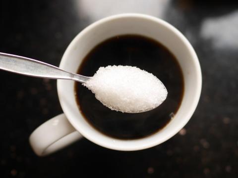 9 razones por las que los expertos dicen que hay que reducir el azúcar, desde aumentar la productividad hasta ahorrar dinero