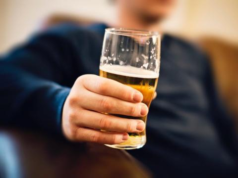 Otro aspierante trató de pasar el rato en la oficina y beber cerveza después de la entrevista.