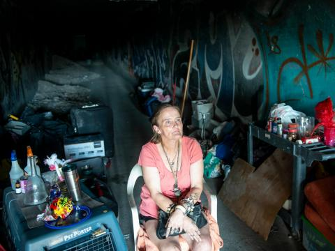 Angell es una de las miles de personas que viven bajo suelo en los túneles de Las Vegas.
