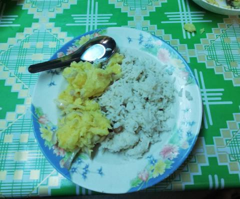 Ahora incluso me levanto a las 7:30 de la mañana y me apetece comerme un plato de arroz o sopa de noodles.
