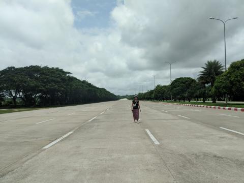 Normalmente nunca me plantearía cruzar así una autopista tan grande...pero solo pasaban coches muy de vez en cuando.