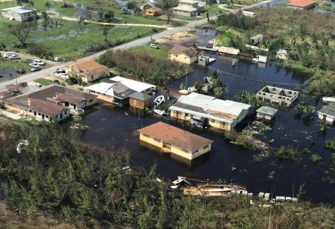 Barrios destrozados en Bahamas por el huracán Dorian.