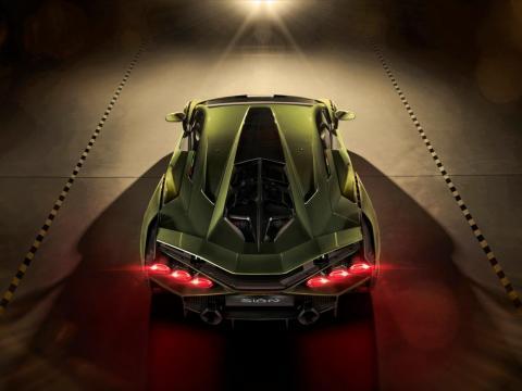 El coche utiliza el mismo motor atmosférico  V12 de 6,5 litros que Lamborghini puso en el SVJ.