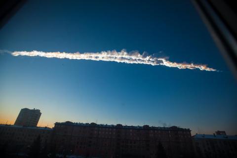 El meteorito de Chelyabinsk atravesando el cielo ruso.