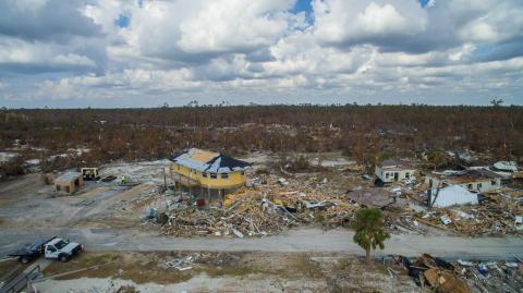 Una casa de Deltec sigue en pie después del huracán Michael en Mexico Beach, Florida.