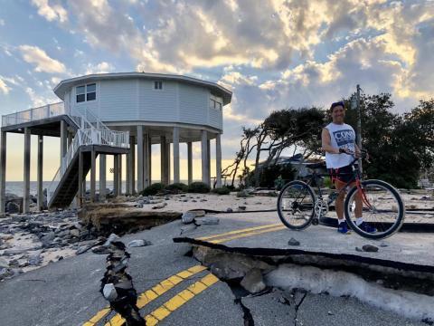Una casa de Deltec en Alligator Point, Florida, después del huracán Michael.