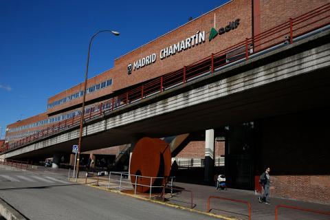 El exterior de la estación de tren de Chamartín, en Madrid
