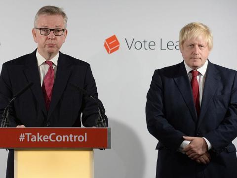 """David Cameron revela que todavía piensa """"todos los días"""" en el Brexit y carga contra los conservadores a favor del Brexit por su comportamiento """"atroz"""""""