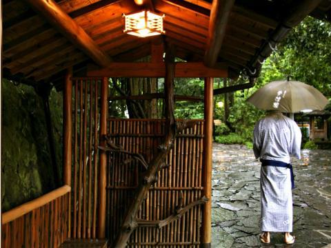 Una fuente termal japonesa en Kurokawa Onsen, muy parecida a la de Yamanashi.