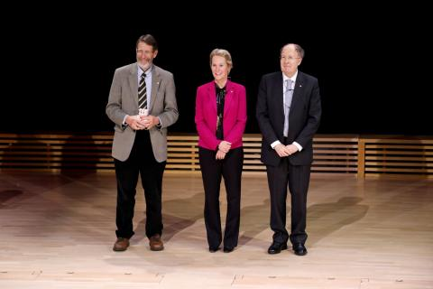 George P. Smith, Frances H. Arnold y Gregory P. Winter, ganadores del Premio Nobel de Química en 2018.