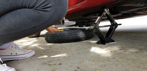Gato para cambiar la rueda del coche