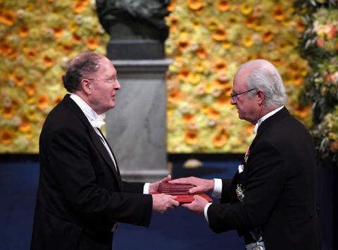 Gregory Winter recibe el Premio Nobel de Química en 2018
