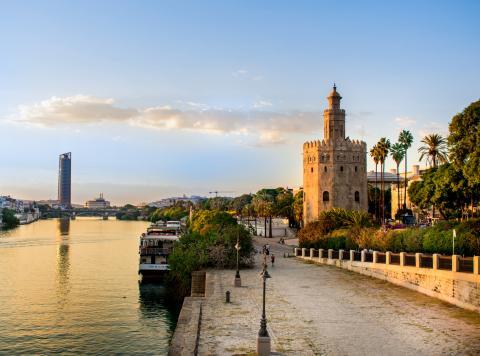 El Guadalquivir junto a la Giralda, en Sevilla.