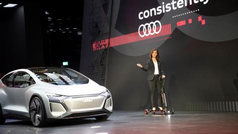 Hildegard Wortmann, directora de Ventas y Marketing de Audi, al presentar la estrategia eléctrica de la marca en Frankfurt.