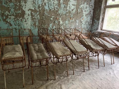 Cunas abandonadas en la zona de exclusión.