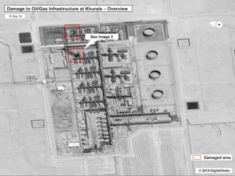 Esta imagen proporcionada el domingo por el gobierno de los Estados Unidos y DigitalGlobe y anotada por la fuente, muestra daños en la infraestructura del campo petrolero Khurais de Saudi Aramco en Buqyaq, Arabia Saudí.