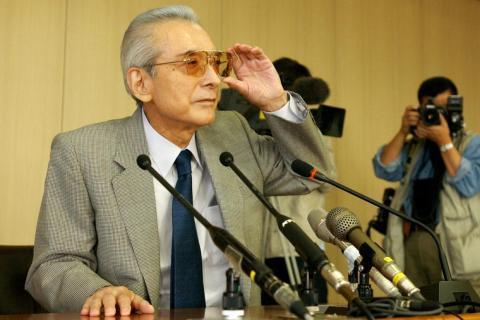 Hiroshi Yamauchi en 2002 en una rueda de prensa de Nintendo.