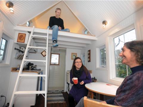 Greg, Renee y Andrea Cantori en su pequeña casa de Pasadena, Maryland.