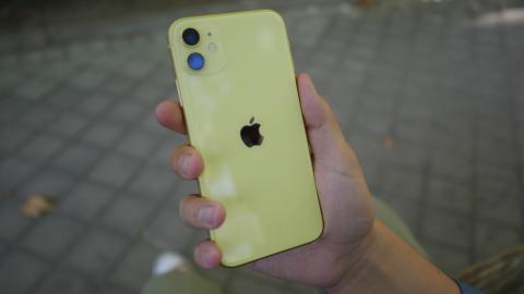 El logo de Apple se centra en el nuevo iPhone 11