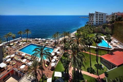 Elegir entre piscina o playa debería ser la decisión más difícil cuando un hotel cuesta menos de 100€ por noche.