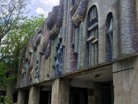 Otro edificio abandonado en la zona de exclusión.