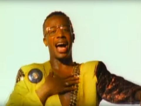 MC Hammer era de Oakland, California.