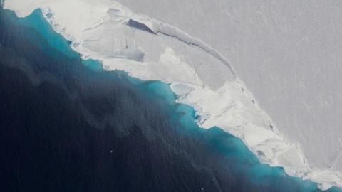 El deshielo del glaciar Thwaites en el oeste de la Antártida contribuye al 4% del aumento del nivel del mar en todo el mundo.