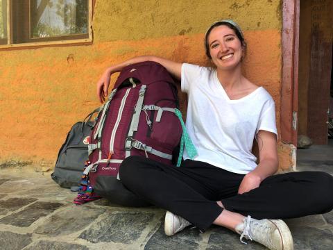 Aquí posaba contenta junto a mi equipaje al principio del viaje, antes de saber que se iba a convertir en un gran gasto.
