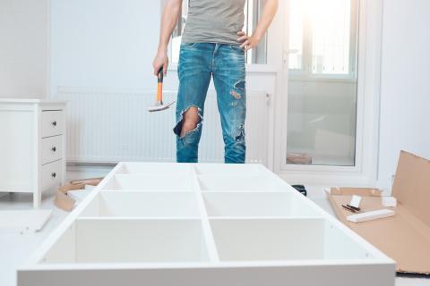 Montar muebles para una habitación