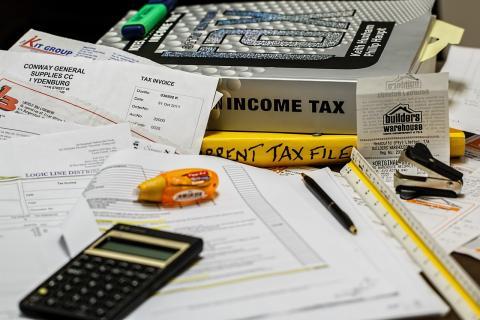 No tiene que pagar impuestos (pero lo hace)