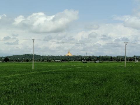 Es idéntica a la famosa pagoda de Yangón.