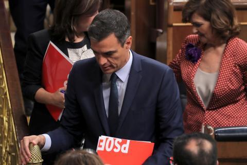 Pedro Sánchez abandona su escaño tras el debate de investidura de julio.