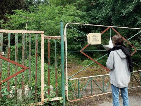 Una puerta dentro de la zona de exclusión.