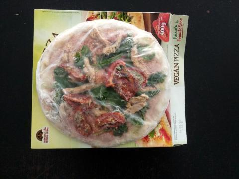 La pizza vegana de Mercadona recién sacada de su caja