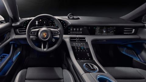 El cockpit del Porsche Taycan está completamente orientado al conductor.