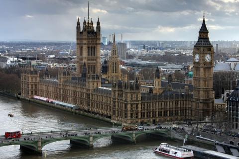 """Puede ignorar o anular el consejo ministerial en una """"grave crisis constitucional""""."""