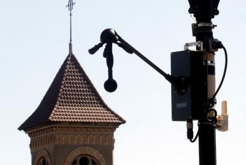 Radar del ruido instalado en  Villeneuve-le-Roi, cerca de París.