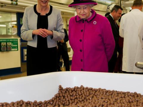 La Reina también adora el chocolate, ya sea una marca de lujo o de supermercado.