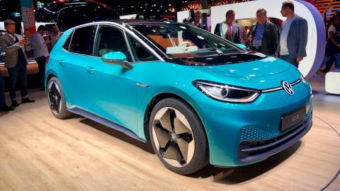 Imagen del Volkswagen ID.3, el primer eléctrico 100% de la marca alemana, presentado en el Salón de Frankfurt 2019.