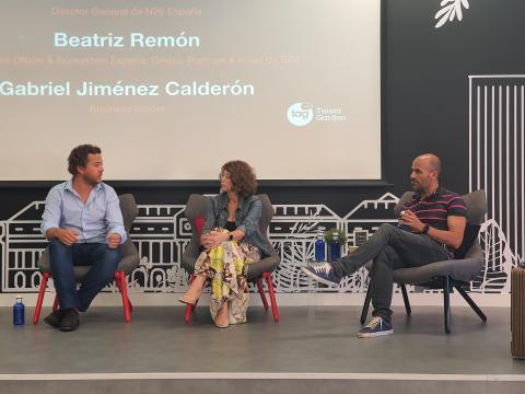De izq. a dcha.: Francisco Sierra, director de N26 España; Beatriz Remón, Chief Digital Officer & Ecosystem de IBM; y Mariano Silveyra, presidente de Cabify Europa.