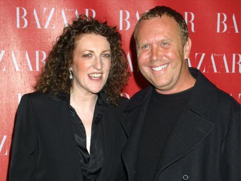 Editora jefe de Harper's Bazaar Glenda Bailey (izquierda) y Michael Kors en 2002.